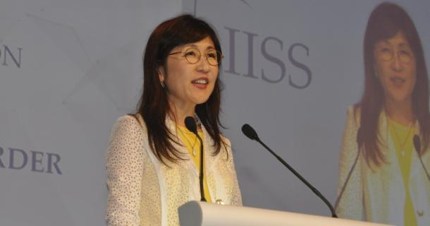 シンガポールで開かれたアジア安全保障会議(シャングリラ・ダイアローグ)で演説する稲田朋美防衛相