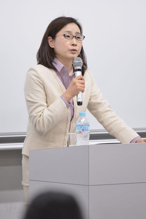 写真・図版 : 講演する青井未帆教授