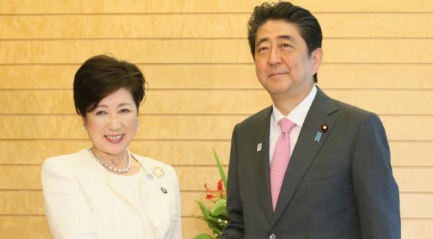 小池百合子・東京都知事(左)と安倍晋三首相