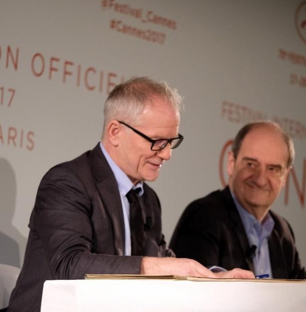 4月13日のカンヌ映画祭記者会見。ティエリー・フレモー祭総代表(左)とピエール・レスキュール会長(右)。  ©Olivier Vigerie / FDC