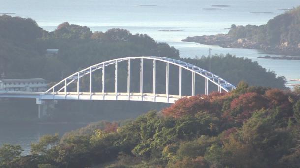 1988年2月、念願の本土と長島を結ぶ「邑久長島大橋」がかかる(写真 宮﨑賢)
