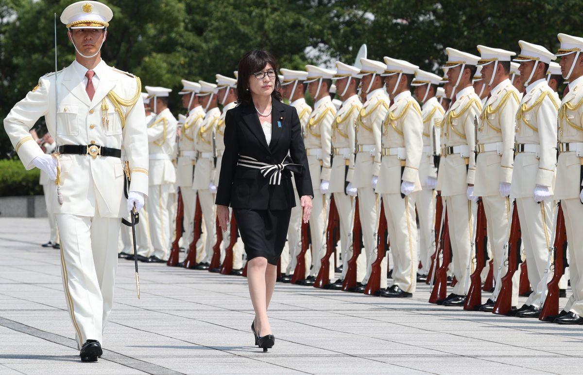 かつては自衛隊儀仗(ぎじょう)隊による栄誉礼をさっそうと受けた稲田朋美防衛相だったが。