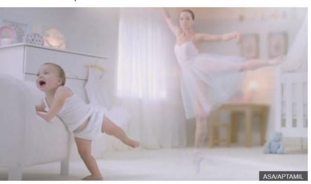 写真・図版 : アプタミル社による女性の赤ん坊がバレリーナになるという広告(ASA/アプタミルより)