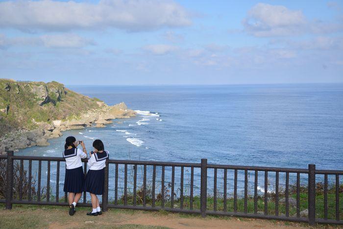 「ゆんたく」で溝を埋める 修学旅行生と平和教育