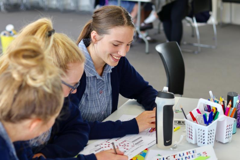 写真・図版 : ニュージーランドでの「幸せってなんだろう?」ワークショップ=日本科学未来館提供