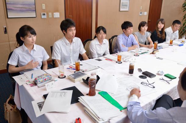 写真・図版 : (向かって左から)内海奈南さん、高山智也さん、反保真優さん、田村葉さん、石田有紀さん、稲垣ひよりさん、佐藤信吾さん