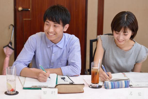 写真・図版 : (向かって左から)田村葉さん、石田有紀さん