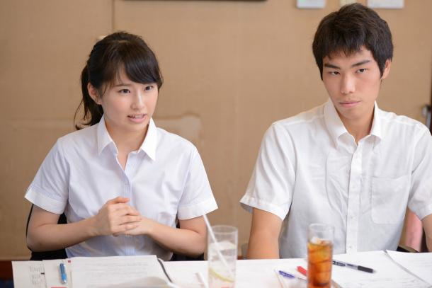 写真・図版 : (向かって左から)内海奈南さん、高山智也さん