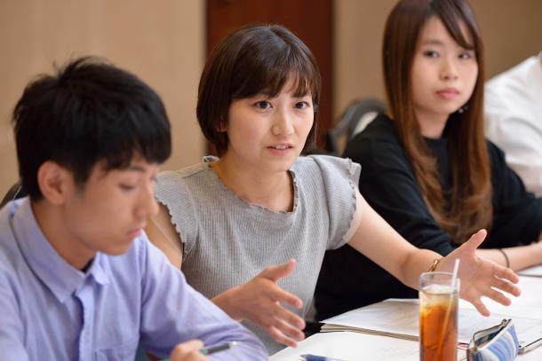 写真・図版 : (向かって左から)田村葉さん、石田有紀さん、稲垣ひよりさん
