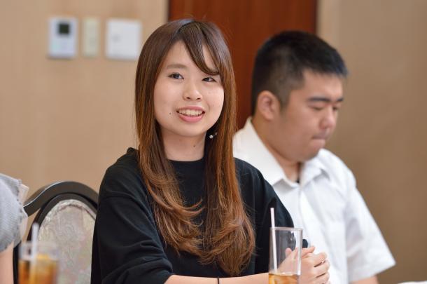 写真・図版 : (向かって左から)稲垣ひよりさん、佐藤信吾さん