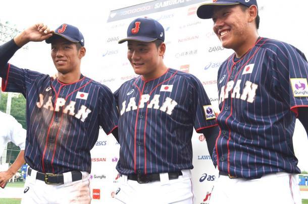 写真・図版 : 将来、球界を背負うであろうU-18日本代表の中心打者たち。左から、中村奨成(広陵)、清宮幸太郎(早実)、安田尚憲(履正社)