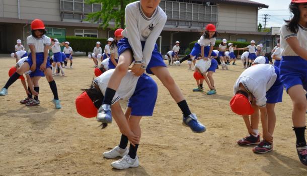 写真・図版 : 体育の授業が体を動かす楽しさを知ることにつながればいいのだが……(写真はイメージ)