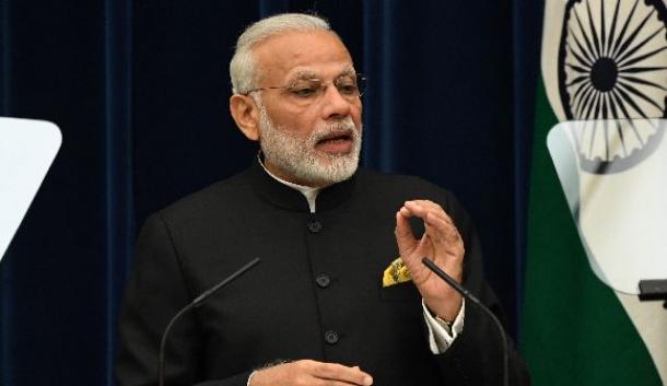 共同会見に臨むインドのモディ首相=2016年11月、首相官邸