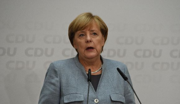 ドイツ総選挙―メルケル辛勝、右翼政党躍進