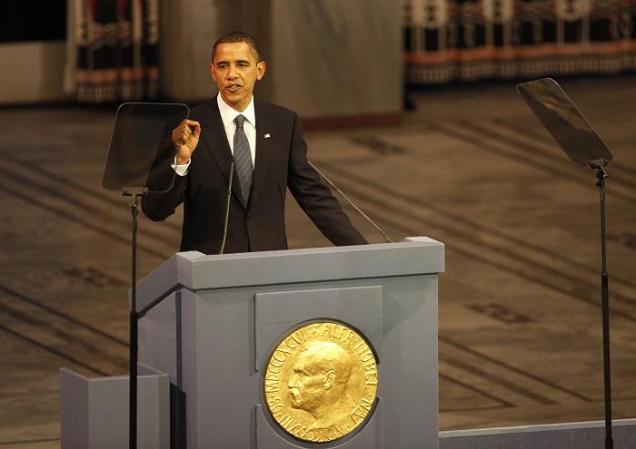 写真・図版 : 2009年12月、ノーベル平和賞の授賞式で演説するオバマ米大統領=ロイター
