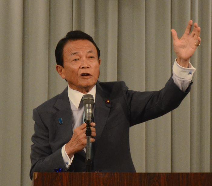 写真・図版 : 講演する麻生太郎副総理=9月23日、宇都宮市