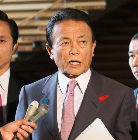 写真・図版 : 麻生太郎副総理は「難民射殺」発言の意図を総選挙後の国会で説明すべきではないのか