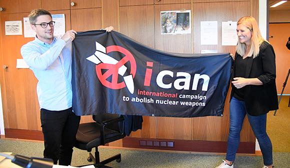 写真・図版:核軍縮運動にノーベル平和賞