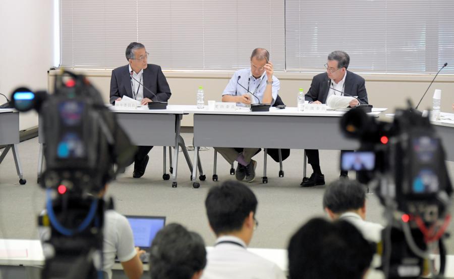 写真・図版 : 東京電力の適格性を議論する原子力規制委員会=2017年9月13日