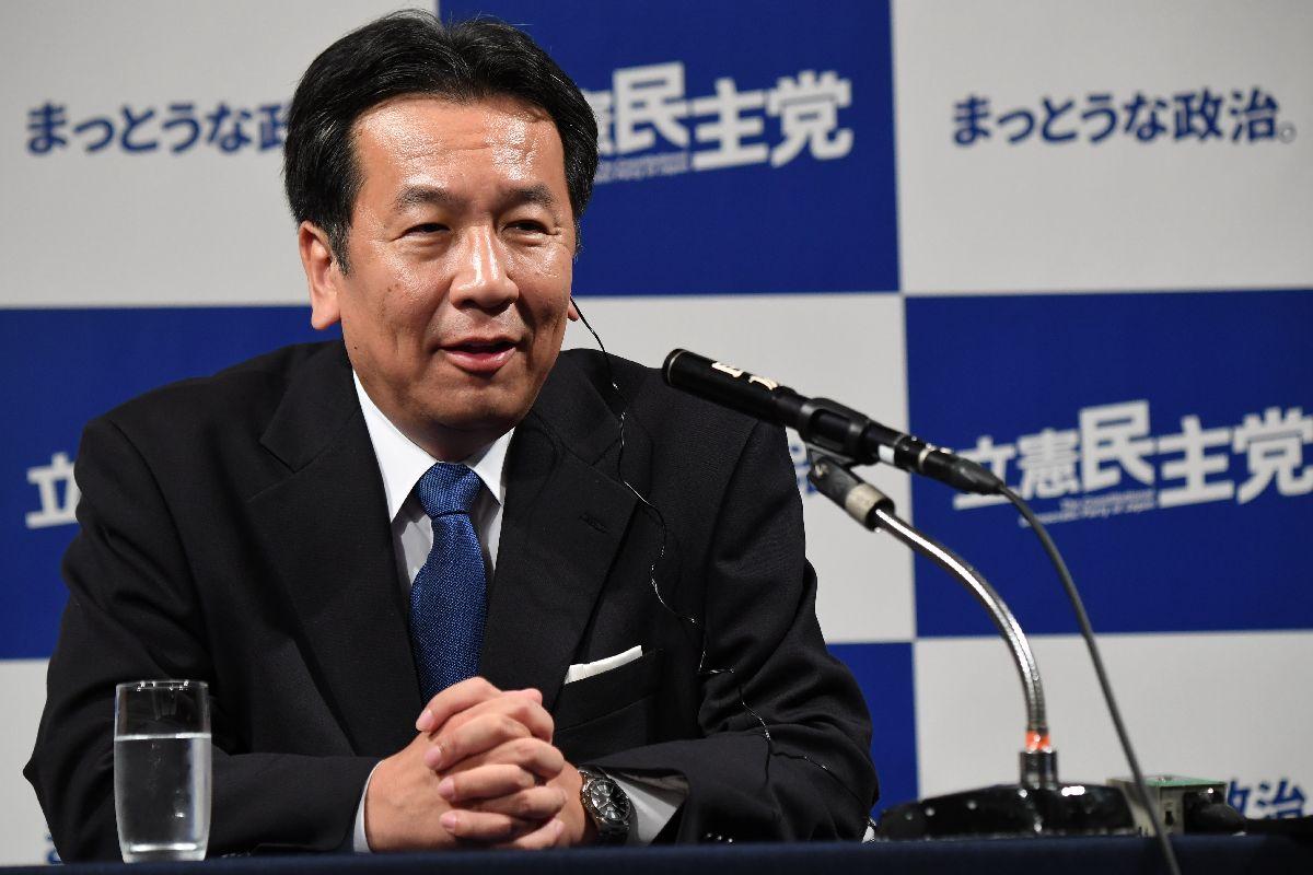 開票センターで記者会見する立憲民主党の枝野幸夫代表=10月22日午後10時9分、東京都港区
