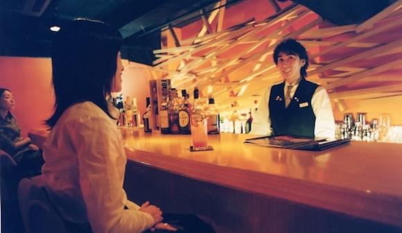 写真・図版:なぜ女性がひとりで飲む姿が増えているのか