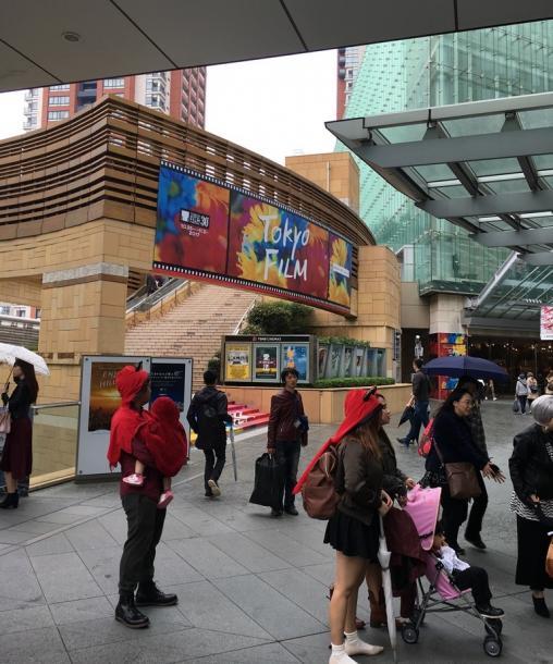 写真・図版 : 東京国際映画祭の会場にて=撮影・筆者
