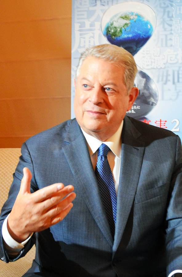 写真・図版 : 「この戦いには勝てる」と訴えるアル・ゴア氏