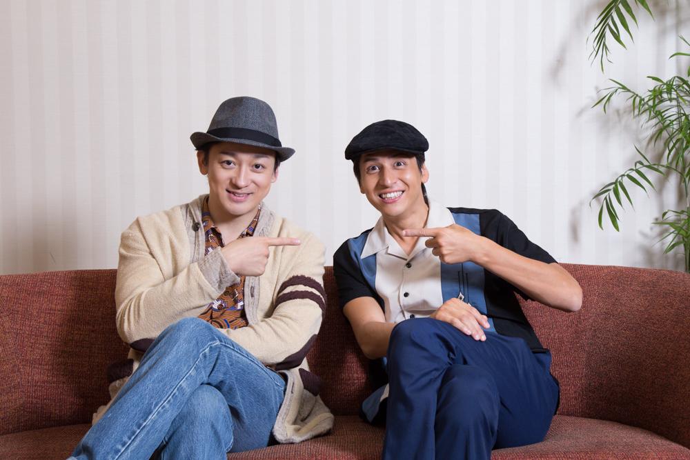 写真・図版 : 山本耕史(左)と伊礼彼方=冨田実布撮影