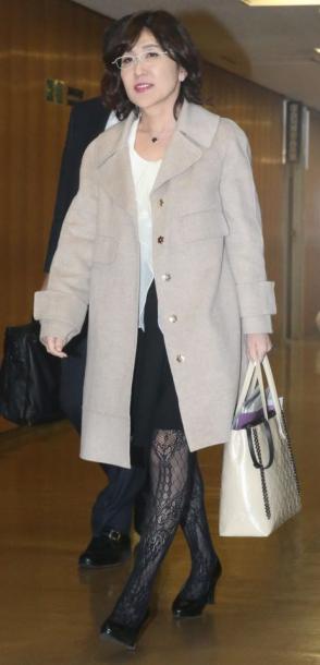 写真・図版 : 一時、「国会の網タイツ姫」と呼ばれ、高齢男性から人気があった稲田朋美氏