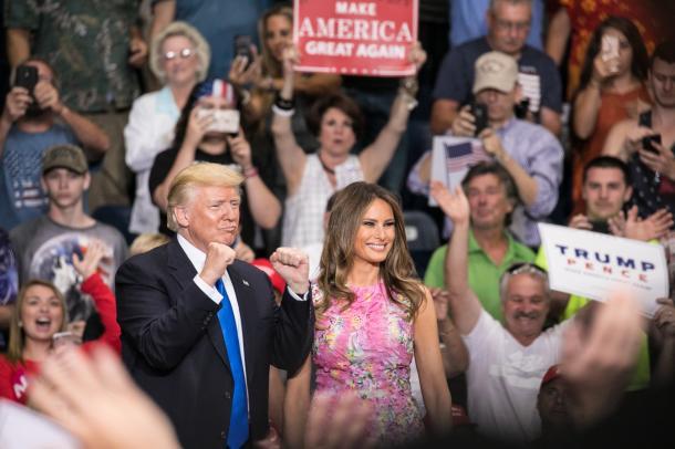 写真・図版 : 米国の「ラストベルト」(さび付いた工業地帯)の一つ、オハイオ州ヤングズタウンで7月下旬、〝凱旋〟集会を開いたトランプ氏=ランハム裕子撮影