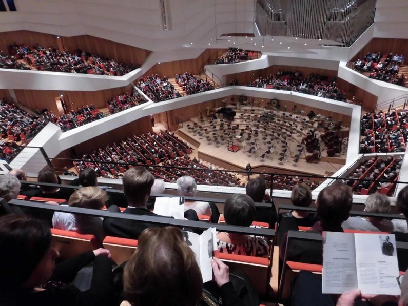 写真・図版 : ほぼ毎週末、夫婦で通っているドレスデンのコンサートホール