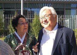 写真・図版 : 李容洙さんとマイク・ホンダ元下院議員