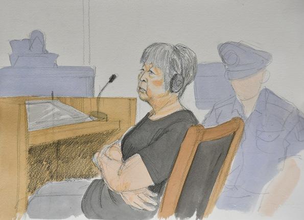 被告人質問に答える筧千佐子被告。感情をあらわにして逆質問を繰り返す場民も目立った=2017年8月7日、京都地裁、絵・岩崎絵里