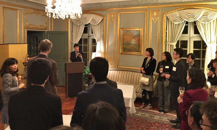 写真・図版 : フォーラムのあとは、総領事公邸にて和食が振る舞われた。