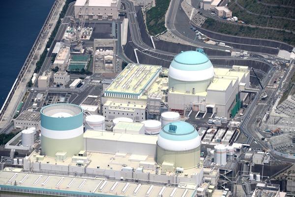 写真・図版 : 四国電力伊方原発3号機=2017年7月15日、愛媛県伊方町
