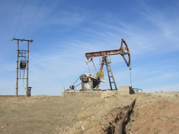 チャウシェスク時代ルーマニアの石油掘削機(シリア領ロジャヴァ)