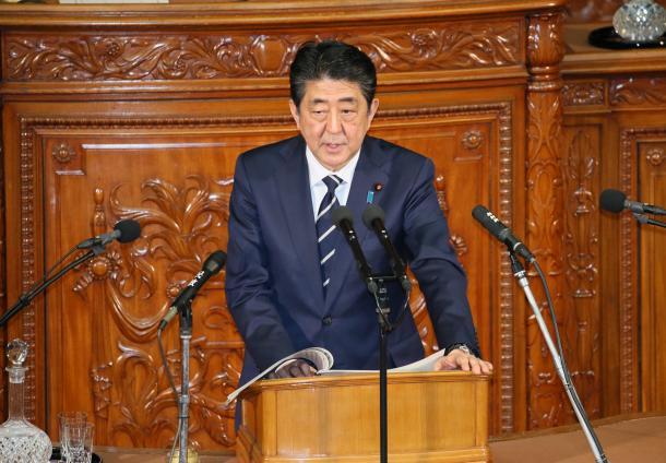 衆院本会議で、立憲民主党の枝野幸男代表の代表質問に対して答弁する安倍晋三首相