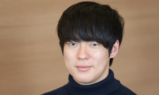 写真・図版 : ウーマンラッシュアワーの村本大輔さんは、 ネトウヨの攻撃は「無視すべき」との立場だ