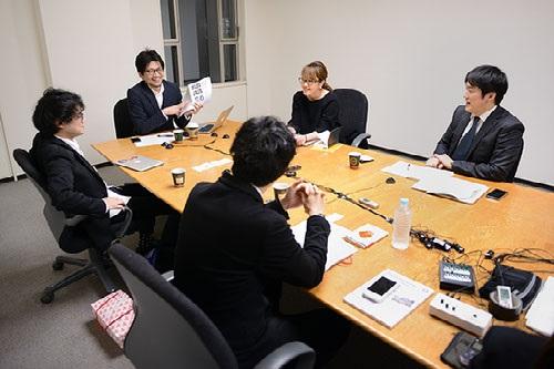 写真・図版 : 熱心な議論が交わされた座談会(吉永考宏撮影)