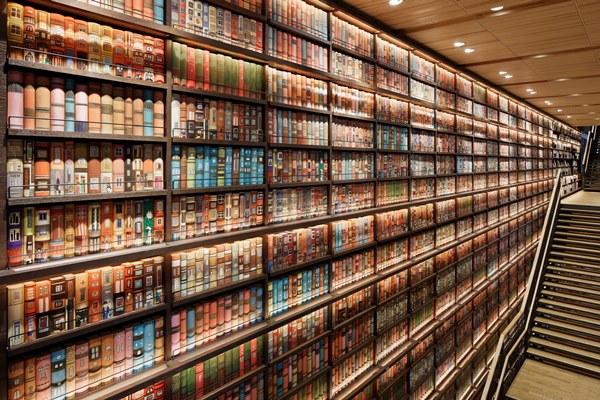 ツタヤ図書館、利用できない書棚...