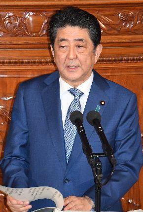 写真・図版 : 衆院本会議で施政方針演説をする安倍晋三首相=1月22日