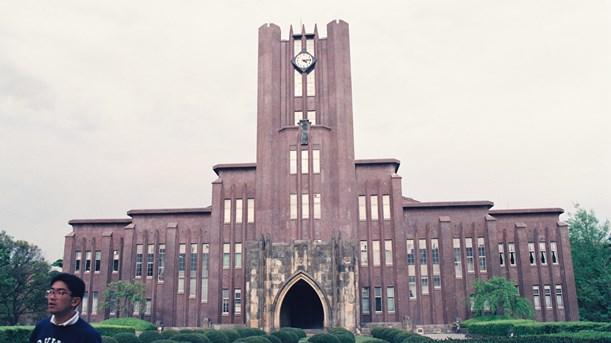 写真・図版 : 東大本郷キャンパスにある安田講堂=1992年、東京都文京区