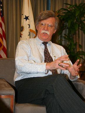米国連代表部でインタビューに答えるジョン・ボルトン国連大使=2006年1月31日