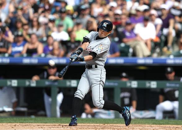 写真・図版 : マーリンズ時代にイチローは右越え三塁打で史上30人目の大リーグ3000通算安打を達成=2016年8月7日、米コロラド州デンバー