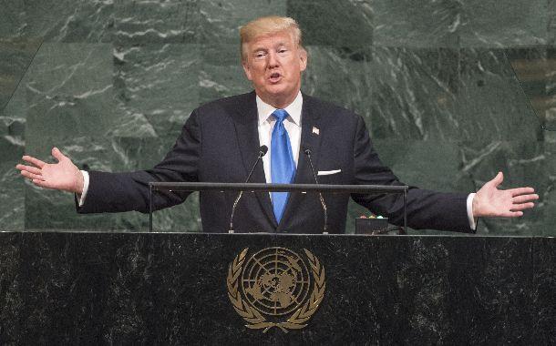 写真・図版 : 「ロケットマンは自殺行為をしている」と国連総会での演説で北朝鮮を批判するトランプ米大統領=2017年9月19日、ニューヨーク