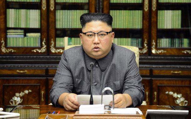 写真・図版 : 昨年9月のトランプ米大統領の国連総会演説に対して声明を発表する金正恩・朝鮮労働党委員長。トランプ氏を「おじけづいた犬」「政治家ではなく、火遊びが好きなちんぴら」などとこき下ろしていた