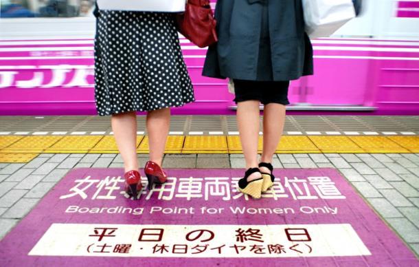写真・図版 : 「女性専用車両」ができたのはなぜか