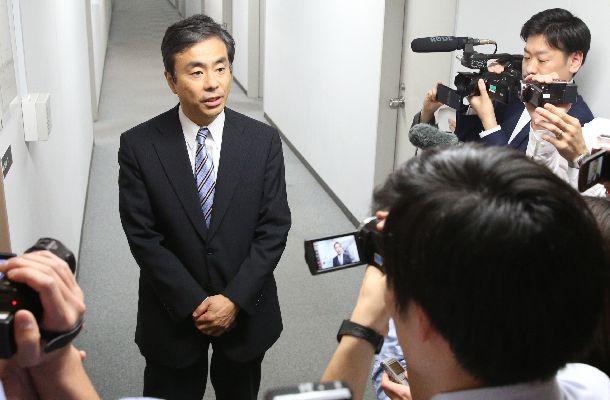 記者の質問に答える柳瀬唯夫経済産業審議官=4月20日