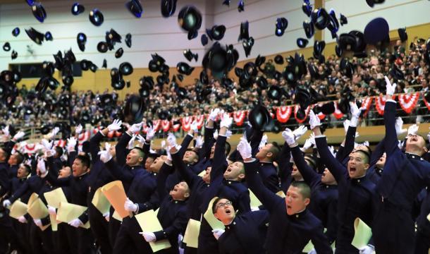防衛大で19日、卒業式