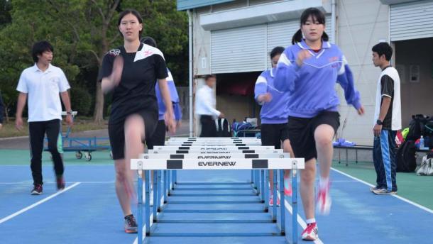 「磐田スポーツ部活」の陸上競技部の中学生たち=磐田市